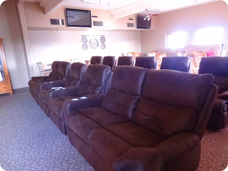 10-sports-room-seating
