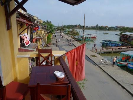 Pe malul apei in Hoian