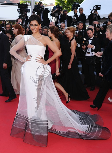 Sonam Kapoor Artist Premiere 64th Annual Cannes