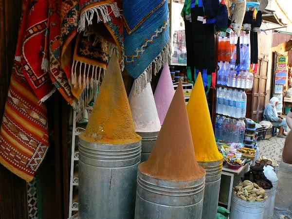 Imagini Marrakech: mirodenii in bazar