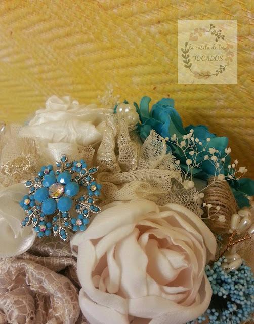 ramo vintage para novia con tejidos, broches, flores secas, tul...
