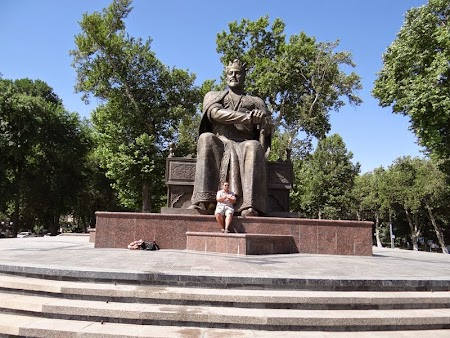 11. Statuia lui Timur Lenk din Samarkand.JPG