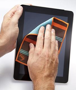 Cara Aman Membersihkan Layar LCD Gadget Supaya Tidak Rusak