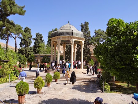 16. Mausoleu Hafez - Shiraz.JPG