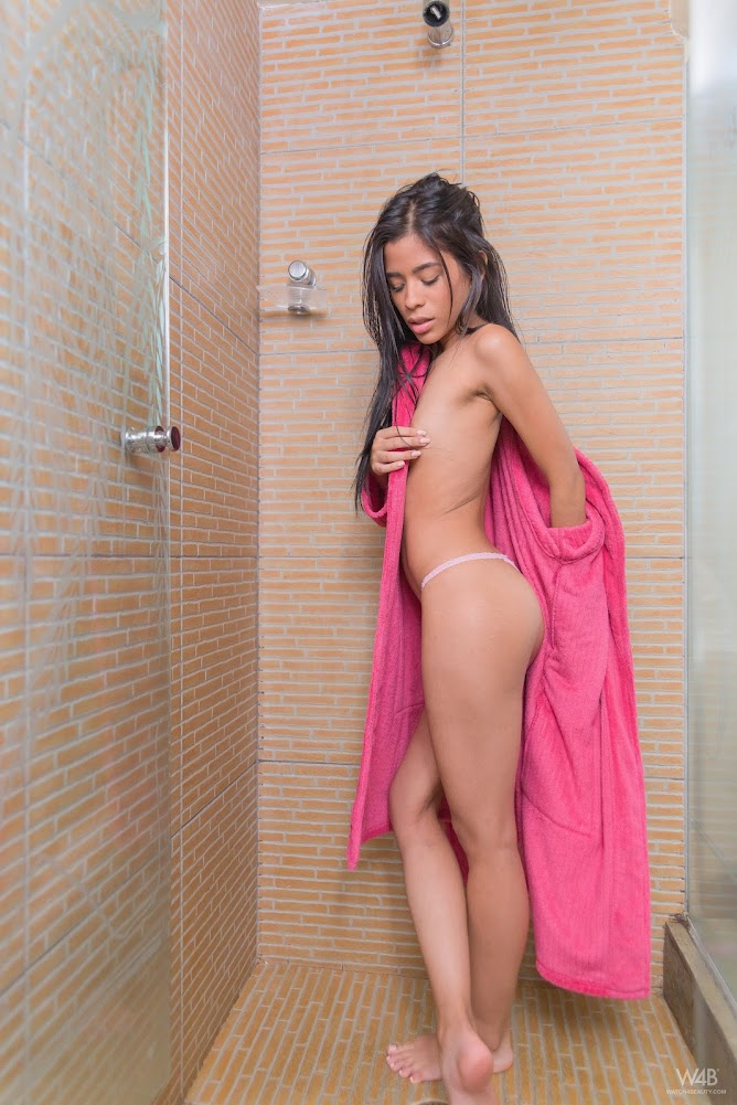 [Watch4Beauty] Karin Torres - Shower Time - idols