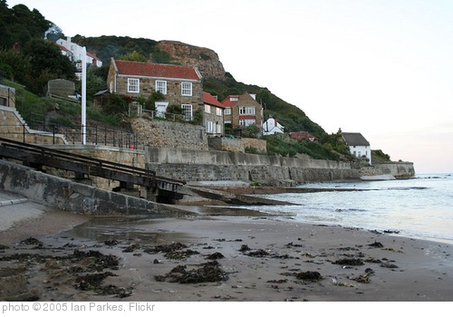 'Runswick Bay' photo (c) 2005, Ian Parkes - license: http://creativecommons.org/licenses/by/2.0/