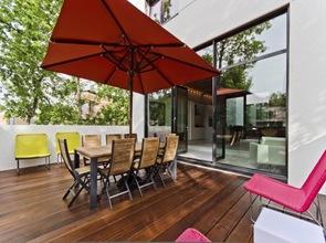 Terraza de vivienda con diseño sostenible
