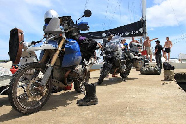 Off loading the bieks off the Catamarn in Panama.jpg