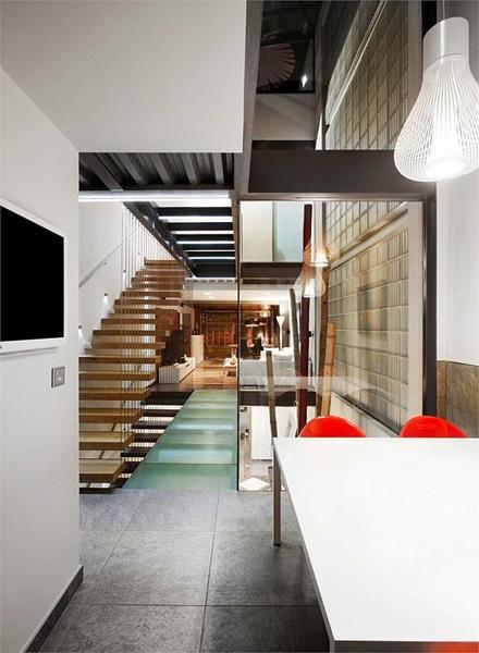 diseño-interior-escaleras-casa-barcelona-Ferrolan-LAB