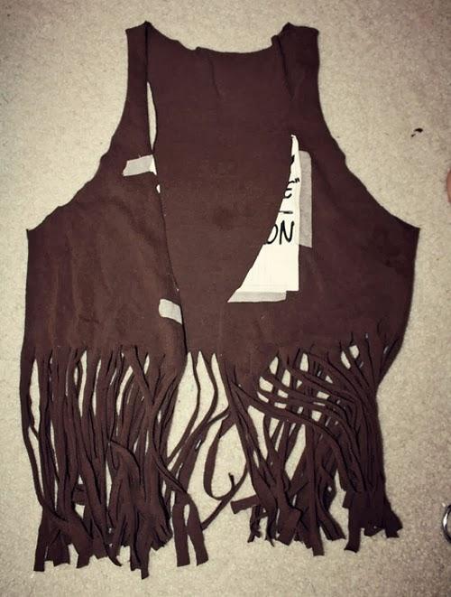 diy-transformar-cortar-camiseta-colete-franjas-customizando-5.jpg