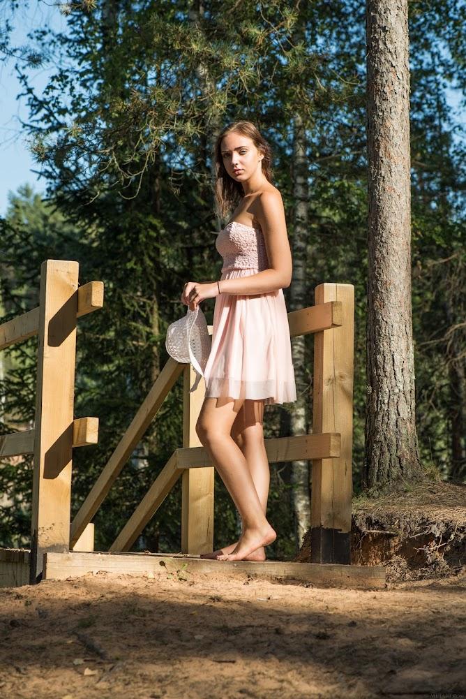 [Metart] Presenting Oxana Chic