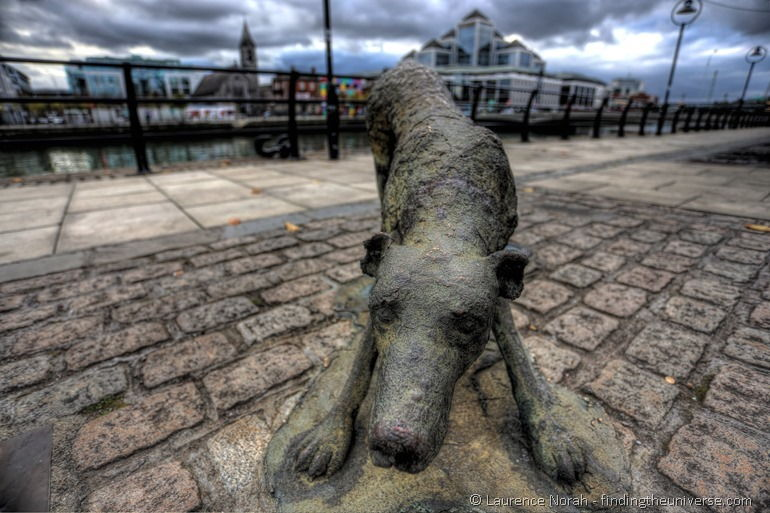 Statue of famine dog Dublin