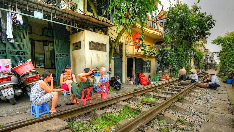 hanoi-train-track-9