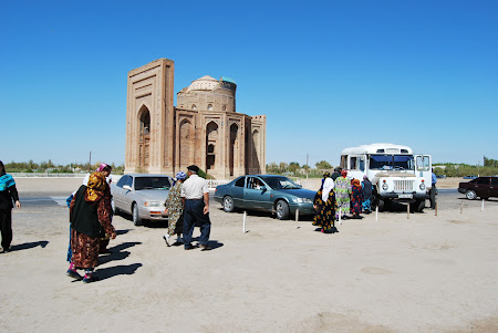 Transport Uzbekistan: Cu masina la Konye Urgench