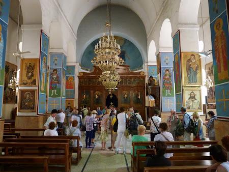 Obiective turistice Iordania: interior biserica Sf. Gheorghe Madaba