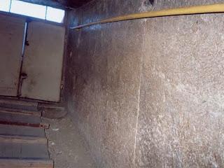 одно из отверстий поворотного механизма главного входа пирамиды хеопса на стенках