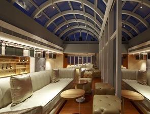 sillones-blancos-terraza-hotel