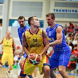 Titus Nicoara este aparat de doi adversari  in meciul tur pentru calificarea la Eurobasket Slovenia 2013 dintre Romania si Bosnia si Hertegovina disputat in Sala Transilvania din Sibiu vineri, 24 august 2012.