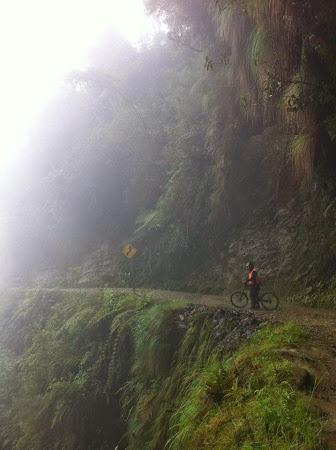 Calator cu tricolor: Stefan pe Drumul Mortii, Bolivia