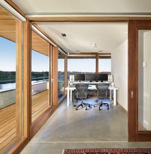 Fahada-con-ventanas-de-piso-a-techo