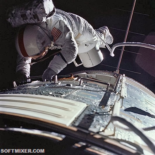 ron-evans-spacewalk-as17-152-23391