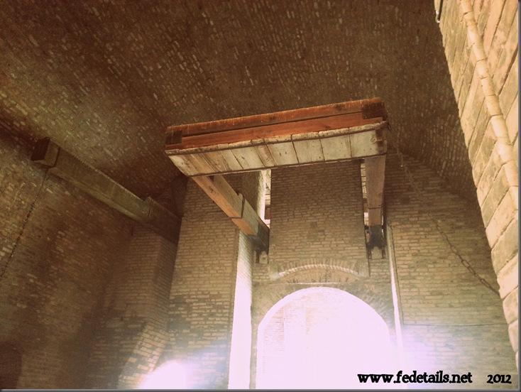Castello Estense ( particolare ponte levatoio entrata nord ), Ferrara, Emilia Romagna, Italia - Estense Castle ( particular drawbridge entrance north ), Ferrara, Emilia Romagna, Italy - Property and all Copyrights of www.fedetails.net