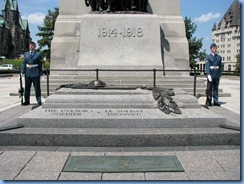 6248 Ottawa Wellington St - Confederation Square - the Tomb of the Unknown Soldier with Sentries each side