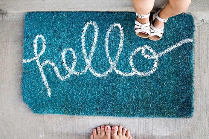 DIY Hello Doormat with spraypaint