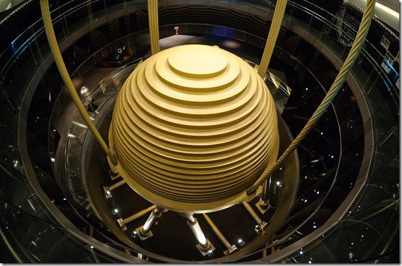 Taipei_101_Tuned_Mass_Damper_2010