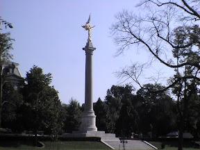 072 - Monumento a la Primera Division.JPG
