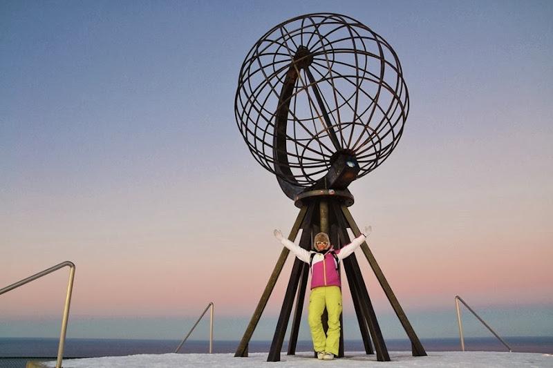 Capo nord, monumento globo, Travel, Giver, postale dei fiordi, viaggio intorno al grande nord, travel in norway, italian fashion bloggers, fashion bloggers, street style, zagufashion, valentina coco