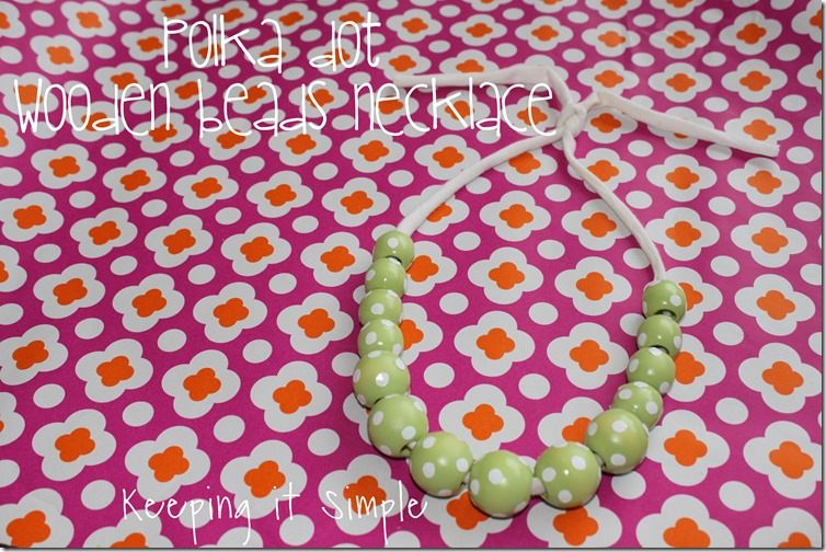 polka dot wooden beads necklace