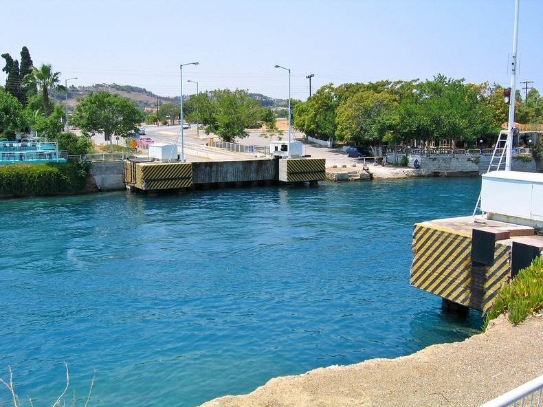 corinth-canal-submersible bridge-7