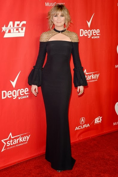Jennifer Nettles attends The 2014 MusiCares Person Of The Year Gala