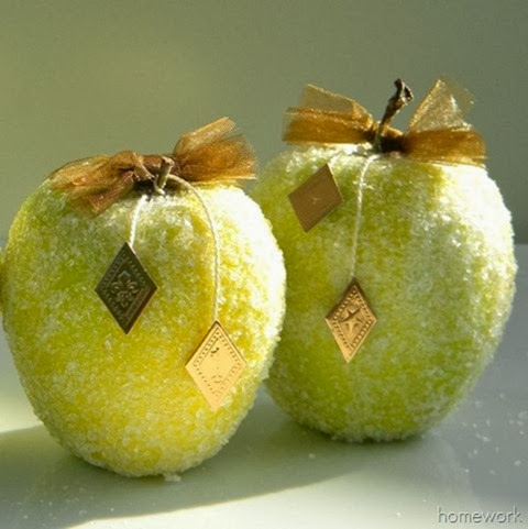 Frosty Apple Decor via homework | www.carolynshomework.com