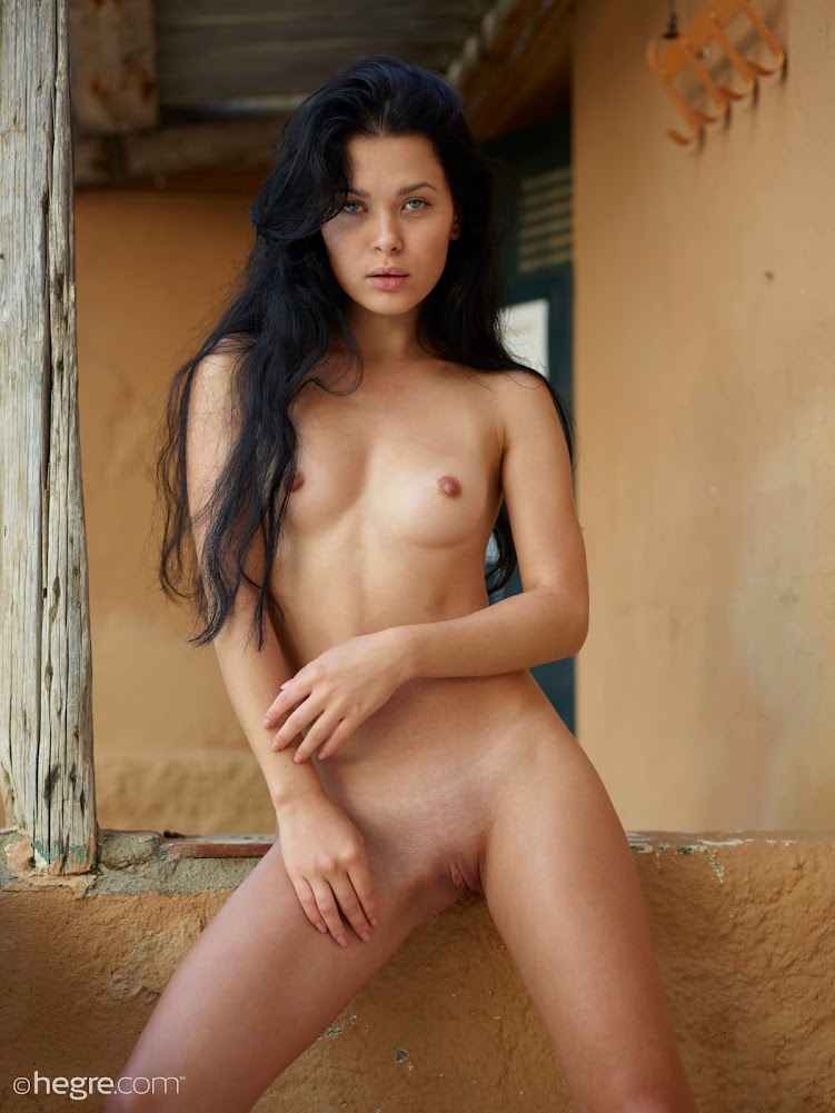 1540110339_belle-wild-west-nudes-board [Hegre-Art] Belle - Wild West Nudes