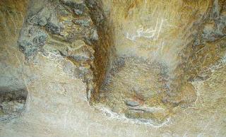 место между зубьями гребенки с надписью на санскрите над входом пирамиды хеопса