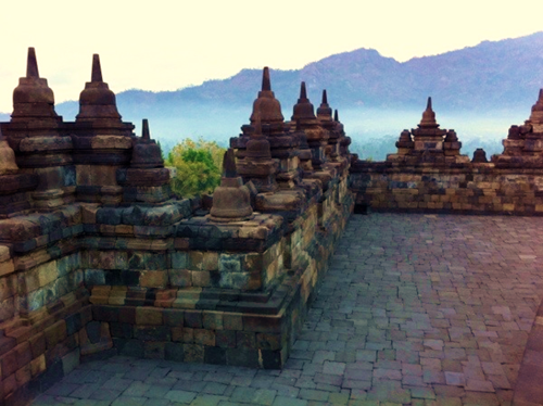 Borobudur-Temple-at-Sunrise-600-449