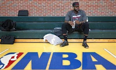sports shoes 50ce5 027ff King's Feet: Nike LeBron 9 Low