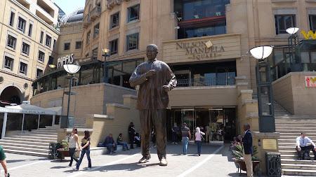 Obiective turistice Africa de Sud: Piata Mandela din Sandton