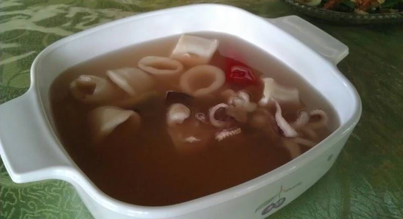 Singgang sotong, sawi manis masak sos tiram, ikan goreng bawang, jus mangga