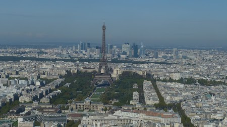 8. Obiective turistice Paris Turnul Eiffel.JPG