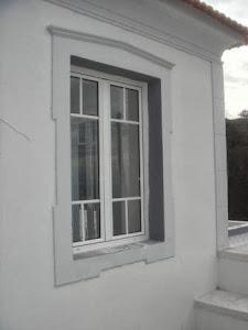 het-nieuwe-raam-in-de-gastenkamer.JPG