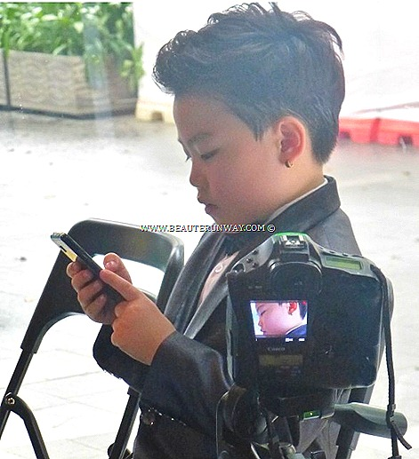 LITTLE PSY GANGNAM JUNIOR OPPA STYLE YOUTUBE STAR LG Optimus G smartphones games design, performance user interface