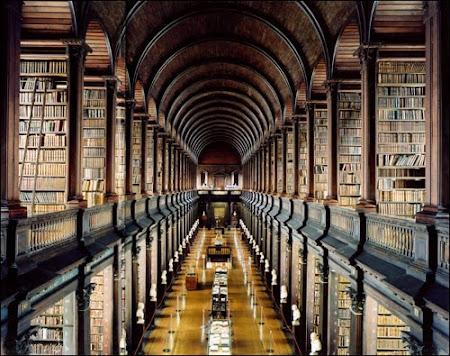 Imagini Dublin: biblioteca Long Room Trinity College