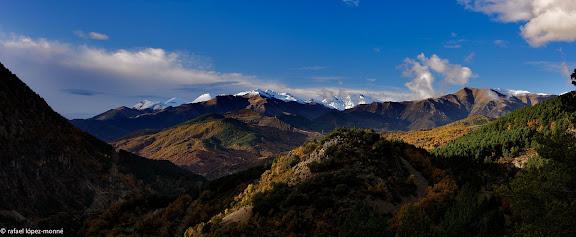 Vista de la vall de la Noguera Ribagorcana des de la carretera de Gotarta i Iguerri.El Pont de Suert, Alta Ribagorca, Lleida