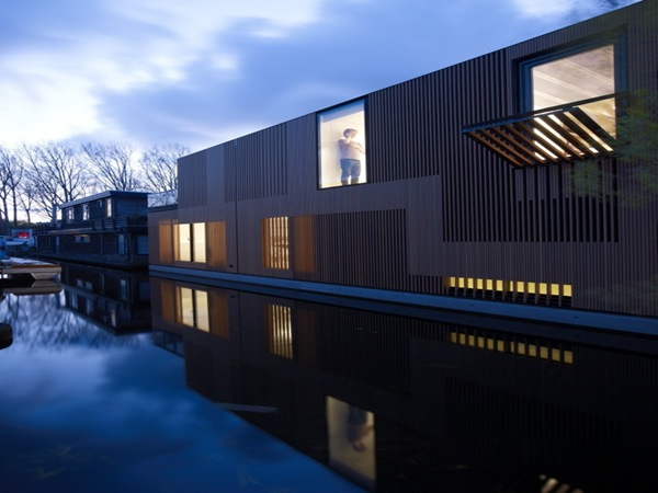 fachada-casa-con-ventanas-plegables-integradas