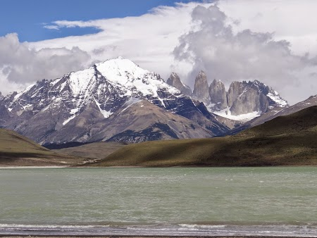 17. Lac petrol - Torres del Paine.JPG