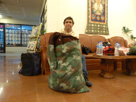 Rucsacul invelit la parterul hotelului Vaishali