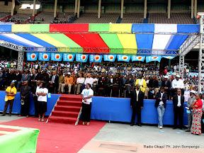 Quelques personnalités politique au tour de Léon Kengo Wa Dondo (au centre, chemise blanche et des lunettes sur la tribune officielle) ce 24/07/2011 au stade des martyrs à Kinshasa, lors de la sortie officielle de son parti politique UFC. Radio Okapi/ Ph. John Bompengo